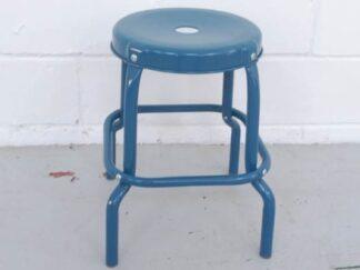Taburete bajo de metal color azul petróleo asita001