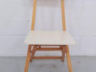 Silla de madera plegable con asiento y respaldo blanco asisi010