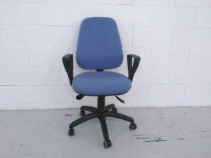 Silla de oficina estructura de plástico tapizado azul grisáceo