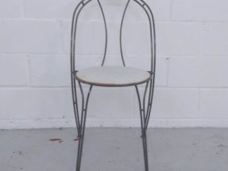 Silla de exterior estructura de metal asiento de madera blanca decapada muext006