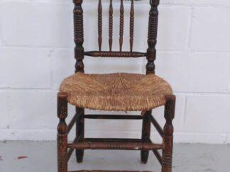 Silla de madera torneada con asiento de enea asisi017