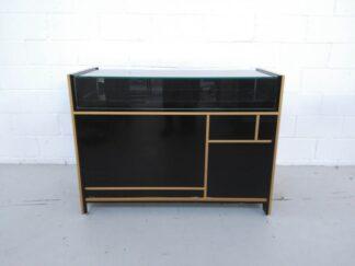 Aparador-mostrador vinilado negro y oro mueal003