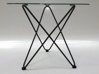 Mesa auxiliar sobre cristal y estructura hierro