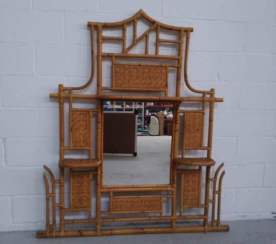 Espejo en recibidor bambu